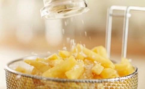 Σας Έπεσε Παραπάνω Αλάτι στο Φαγητό; Δύο Τρόποι για να το Σώσετε!