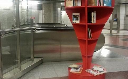 Η πρώτη ανταλλακτική βιβλιοθήκη στο μετρό είναι γεγονός!