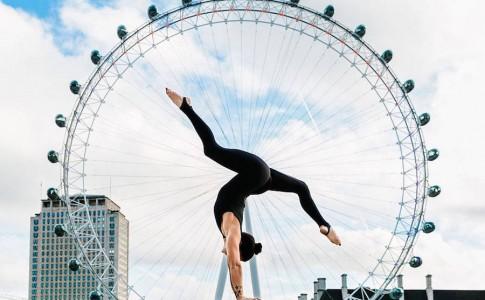 Yoga, με φόντο περίφημα αξιοθέατα!