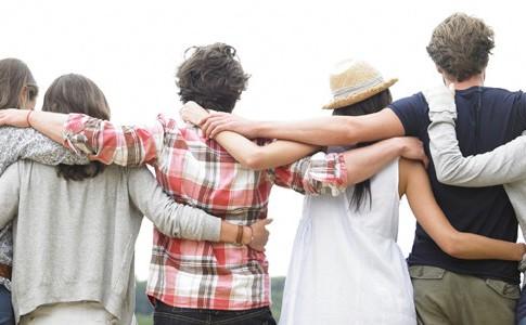 Οι φίλοι είναι ο τρόπος του Θεού να ζητήσει συγγνώμη για τους συγγενείς που μας έδωσε.
