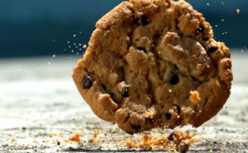 NASA: Φάτε χωρίς φόβο το φαγητό που σας έπεσε στο πάτωμα (VIDEO)
