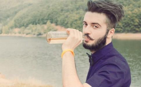 Εταιρεία σού δίνει 12.000 δολάρια, για να ταξιδεύεις και να πίνεις μπύρες!!