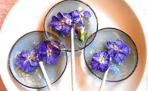 Βρώσιμα πέταλα λουλουδιών διατηρούνται μέσα σε γλειφιτζούρια!
