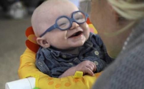 Τί γίνεται όταν ένα μωρό βλέπει για πρώτη φορά το πρόσωπο της μητέρας του;