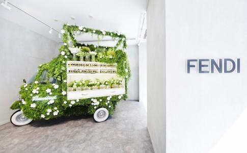 Το πρώτο αυτοκινούμενο ανθοπωλείο του... οίκου FENDI