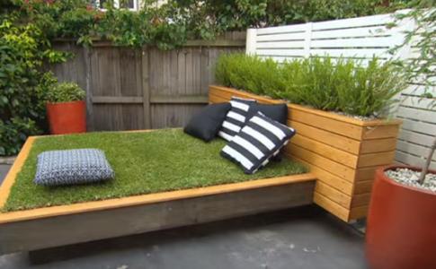 DIY: Πώς να φτιάξεις ένα κρεβάτι με γρασιδένιο στρώμα (VIDEO)