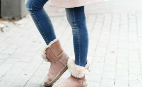 Ugg: Γιατί το πιο αντιαισθητικό παπούτσι όλων των εποχών ξεπουλάει ακόμη;